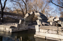被破坏的石曲拱桥梁 免版税图库摄影