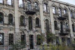 被破坏的老大厦 免版税库存图片