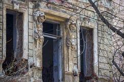 被破坏的老大厦 免版税图库摄影