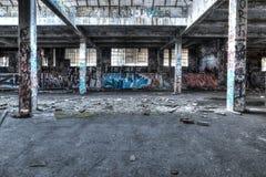 被破坏的仓库内部 免版税库存图片