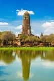 被破坏的Phra Ram寺庙在阿尤特拉利夫雷斯,泰国 免版税库存图片