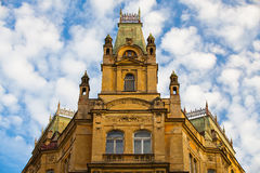 被更新的历史的房子在布拉格 免版税图库摄影