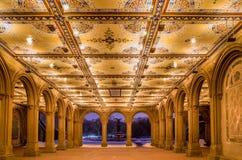 被更新的贝塞斯达拱廊和喷泉在中央公园,纽约 库存照片