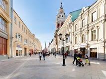 被更新的Nikolskaya街道在莫斯科 库存图片