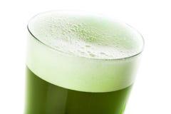 被洗染的绿色啤酒为圣Patricks天 库存图片