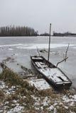 被击毁的小船 库存照片