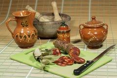 被治疗的利比亚加调料的口利左香肠,方次数传统西班牙烹饪 免版税库存照片