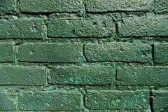 被绘的一个绿色砖墙 库存图片