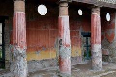 被绘的专栏,赫库兰尼姆考古学站点,褶皱藻属,意大利 图库摄影