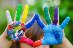 被绘的五颜六色的手 库存照片