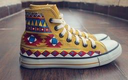 被绘的帆布鞋 免版税图库摄影
