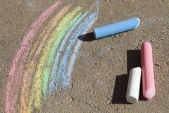 被绘的彩虹色的白垩 库存图片