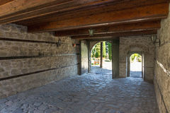 被绘的瓶子圣水在特罗扬修道院里在保加利亚 免版税库存图片