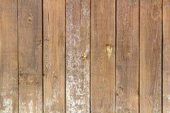 被绘的葡萄酒和风化了破旧的木板条 抽象背景自然纹理木头 库存照片