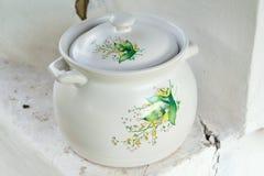 被绘的陶瓷罐 免版税库存图片