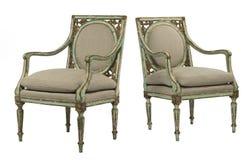 被绘的绿色困厄了与老镀金料的胳膊椅子 免版税库存图片