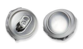 被击碎的空的空白的苏打,啤酒罐垃圾,现实照片图象。 免版税库存照片