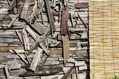 被索还的木墙壁艺术 免版税库存照片