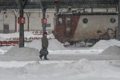 被延迟的火车在冬天 库存图片