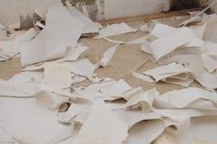 被去除的老墙纸 库存图片