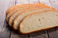 裁减白面包 库存照片