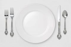 裁减路线餐位餐具白色 免版税库存图片