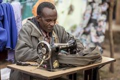 裁缝在非洲 免版税库存图片