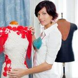 裁缝家庭时装模特工作 免版税库存图片