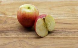 裂口非常dilicious苹果的神色 免版税图库摄影