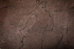 破裂和贫瘠地面,旱田构造了背景,土壤的形式分层堆积 免版税库存图片