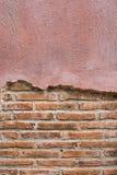 破裂的具体葡萄酒砖墙背景 文本的空间 免版税库存图片
