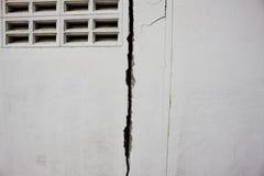 破裂的墙壁 库存照片