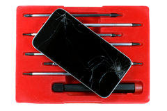 破裂的智能手机和螺丝刀在白色背景设置了被隔绝 图库摄影