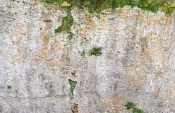 破裂的灰泥墙壁 免版税库存照片