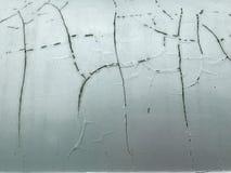 裂缝和剥油漆在汽车,关闭概念 免版税库存照片