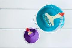 装例证油漆向量于罐中 图库摄影