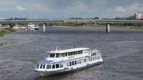 装备有漂浮在河的游人在俄罗斯 影视素材