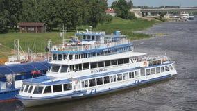 装备有漂浮在河的游人在俄罗斯 股票视频