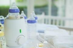 装瓶取暖器和婴儿食品取暖器有拷贝空间的 免版税图库摄影