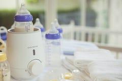 装瓶取暖器和婴儿食品取暖器有拷贝空间的 免版税库存照片