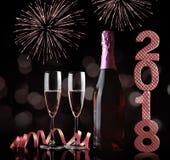 装瓶和两块玻璃用在黑背景的香槟 免版税库存照片