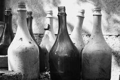 装瓶浅中央dof重点的玻璃 库存照片