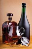 装瓶白兰地酒玻璃 免版税图库摄影
