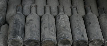 装瓶老酒 库存图片