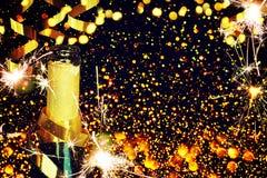 装瓶香槟 抽象空白背景圣诞节黑暗的装饰设计模式红色的星形 库存图片