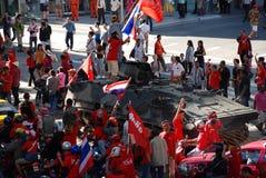 装甲的抗议者redshirt通信工具 库存图片
