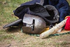 装甲骑士中世纪金属对手保护战士武器 免版税库存图片