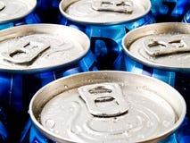 装碳酸钠于罐中 免版税图库摄影