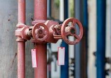 洒水装置的管子和阀门 免版税库存照片
