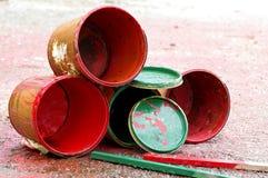 装老油漆于罐中 免版税库存照片